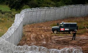 wall_canada_border_migrants_small